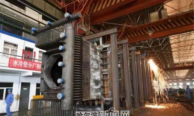 冰城制造丨哈电锅炉二氧化碳循环发电锅炉最后一个模块气冷壁模